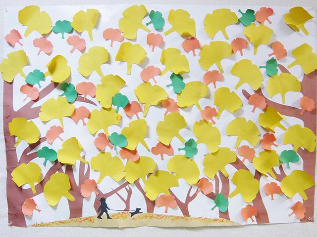 みんなで作る11月の壁画(イチョウ)
